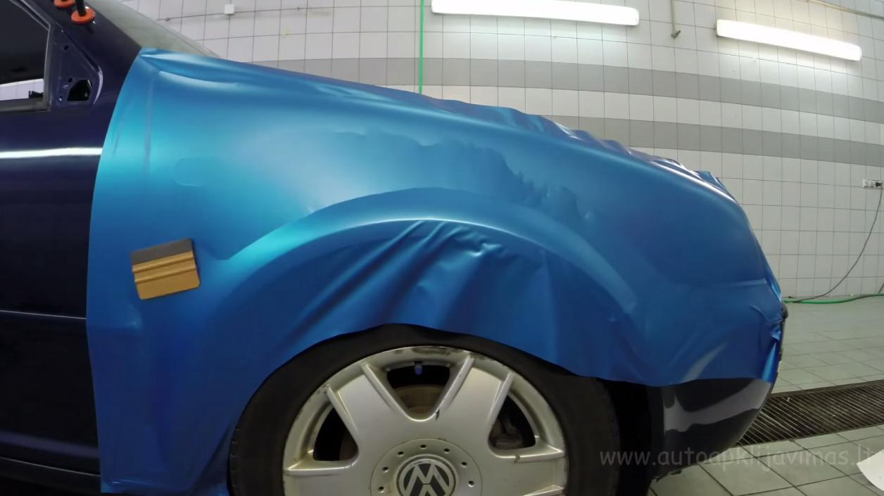 Car wrap – obljepljivanje auta u 80 koraka – video