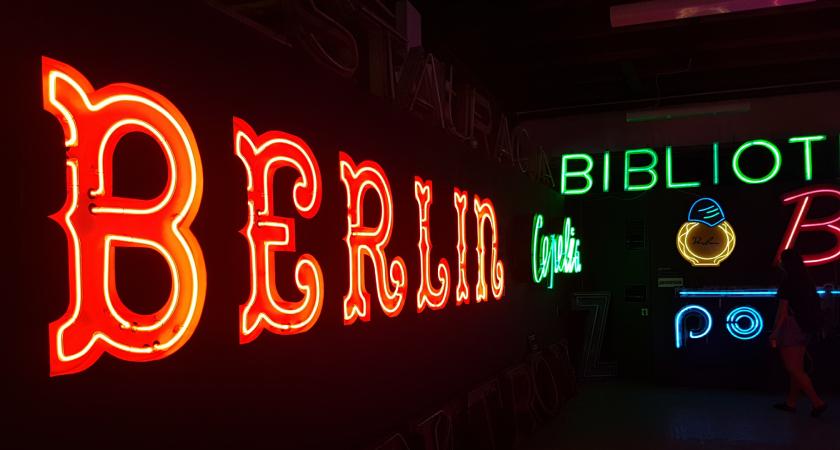 Posjetili smo muzej neonskih reklama u Varšavi